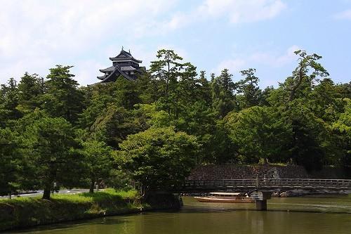 松江城が築城された際に造られた城を囲む約3.7kmの堀川、そこを小船で巡る観光遊覧船です。.jpg