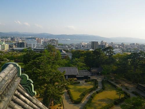 春には約200本の桜が咲く名所です。松江城とその周辺には江戸時代から歴史を留める景色が眺められる。.jpg
