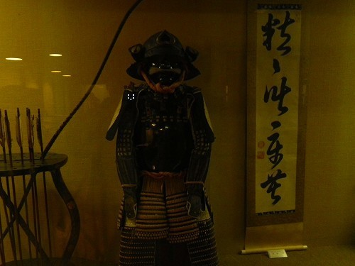 松江城 の内部には築城時の鯱や鬼瓦、江戸時代の鎧が展示されています.jpg